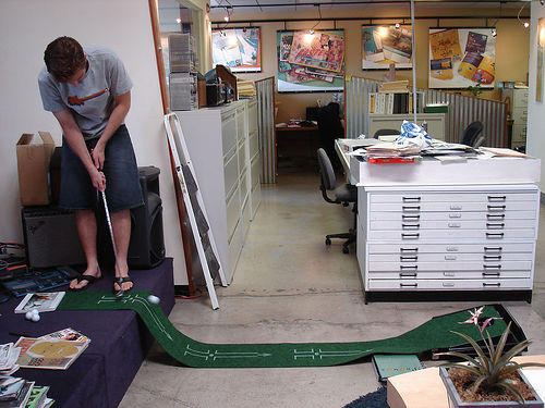golf in cubicle