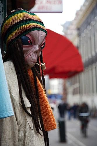 alien smoking pipe